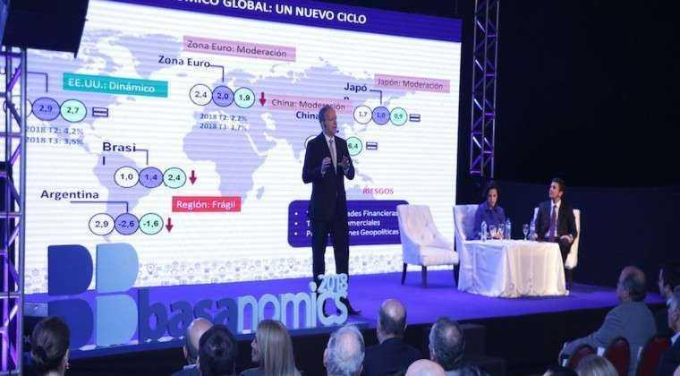 Más de 800 personas asistieron a conferencia de economistas